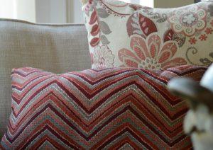 Telas de tapicería para exterior GeoBella<sup>®</sup> en naranja y rojo